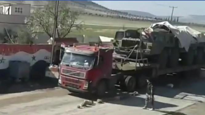 Xe vận tải đặc chủng chở tổ hợp tên lửa Tochka đến Damascus - ảnh minh họa video