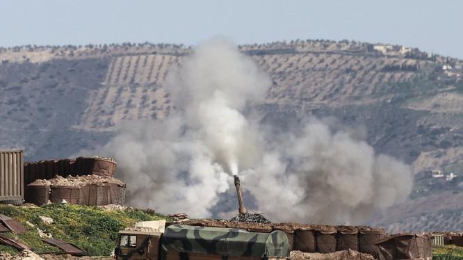Pháo binh Thổ Nhĩ Kỳ bắn phá chiến tuyến của lực lượng dân quân người Kurd ở Afrin - ảnh truyền thông Thổ Nhĩ Kỳ