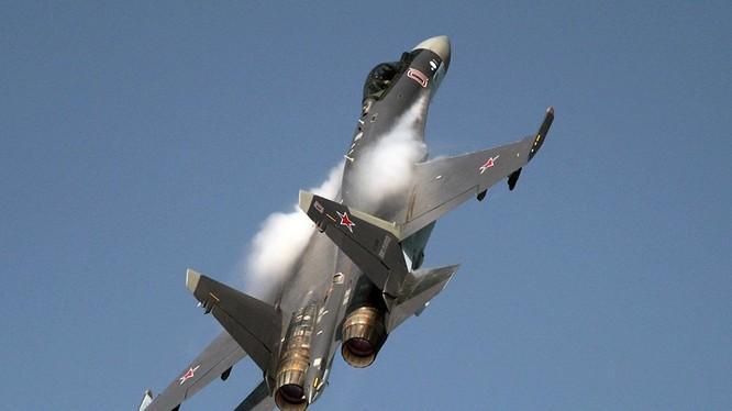 Tiêm kích thế hệ 4++ Su-35. Ảnh minh họa báo TV Zvezda