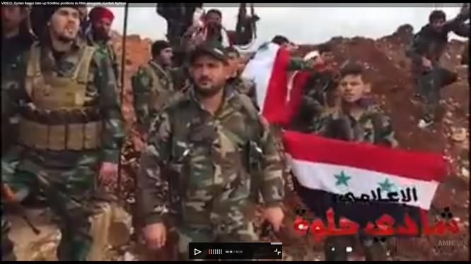 Binh sĩ quân đội Syria và các chiến binh YPG trên một trận địa phòng ngự - ảnh minh họa video