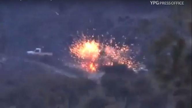Lực lượng dân quân người Kurd phá hủy 1 xe cơ giới của phiến quân FSA - ảnh minh họa video