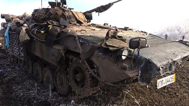 Một xe thiết giáp của quân đội Ukraina bị phá hủy hoàn toàn - ảnh REN TV