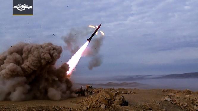 Nhóm Hồi giáo cực đoan phóng tên lửa chiến thuật vào Damascus - ảnh trang mạng xã hội thánh chiến Jaysh al-Islam