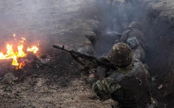 Binh sĩ lực lượng dân quân Donesk chiến đấu chống lực lượng ATO Ukraine - ảnh minh họa Politpuzzle