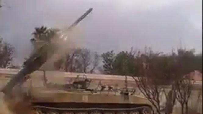 Xe rà quét mìn tấn công trên chiến trường Đông Ghouta - ảnh minh họa video