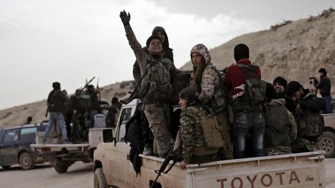 Nhóm chiến binh FSA được Thổ Nhĩ Kỳ hậu thuẫn ở Afrin - ảnh minh họa Masdar News