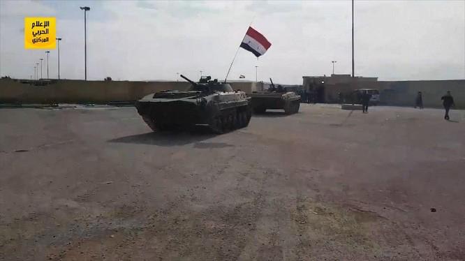 Một xe thiết giáp của quân đội Syria trên tiền đồn của người Kurd - ảnh minh họa Masdar