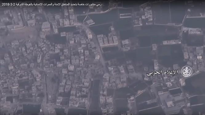 Đông Ghouta, khu vực quân đội Syria rải tờ rơi cứu hộ người dân. ảnh minh họa video