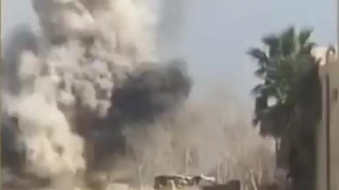 Xe tăng phá hủy xe đánh bom tự sát VBIED của lực lượng khủng bố HTS ở Đông GHouta