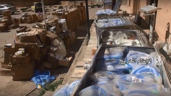 Thuốc men, vật phẩm y tế trong bệnh viện hầm ngầm của IS ở Abukamal, Deir Ezzor
