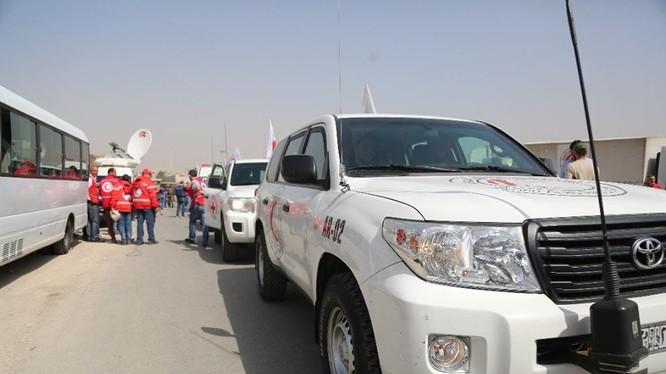 Đoàn xe cứu trợ nhân đạo Trăng lưỡi liềm đỏ Syria ở Đông Ghouta. Ảnh minh họa Masdar News