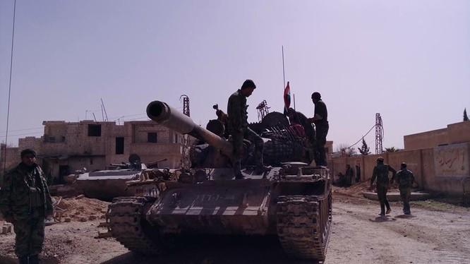 Xe tăng quân đội Syria trên chiến trường Đông Ghouta - tạm ngừng chiến sự. Ảnh minh họa Masdar News