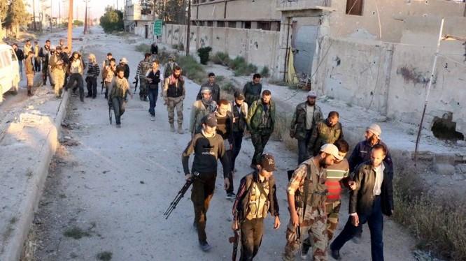 Các nhóm chiến binh thánh chiến cũng rời khỏi khu dân cư mà họ đã thống trị nhiều năm. ảnh minh họa Masdar News