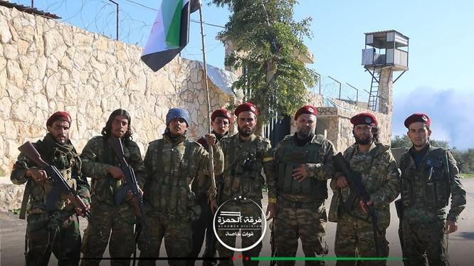 Lực lương FSA và quân đội Thổ Nhĩ Kỳ trên địa bàn nhà tù thành phố Afrin, vừa bị chiếm ngày 17.03.2018 - ảnh truyền thông Thổ Nhĩ Kỳ EHA