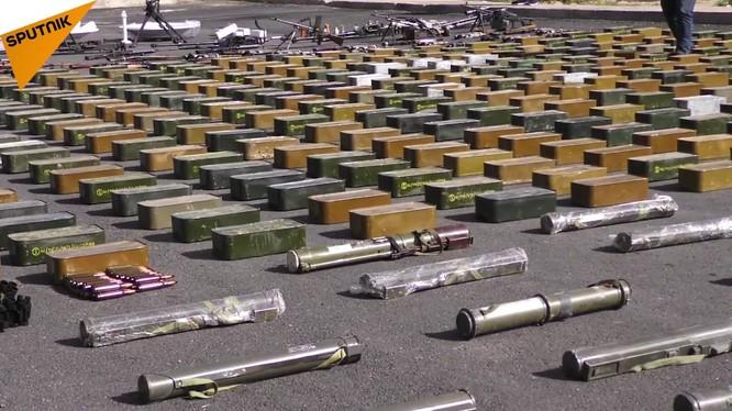 Vũ khí do các phần tử ủng hộ thánh chiến vận chuyển vào Đông Ghouta - ảnh minh họa video