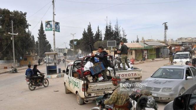 Các tay súng thánh chiến cướp bóc tài sản ở thành phố của người Kurd Afrin