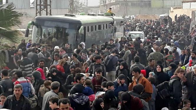 Hàng chục ngàn người dân Syria di tản khỏi Đông Ghouta - ảnh minh họa Muraselon