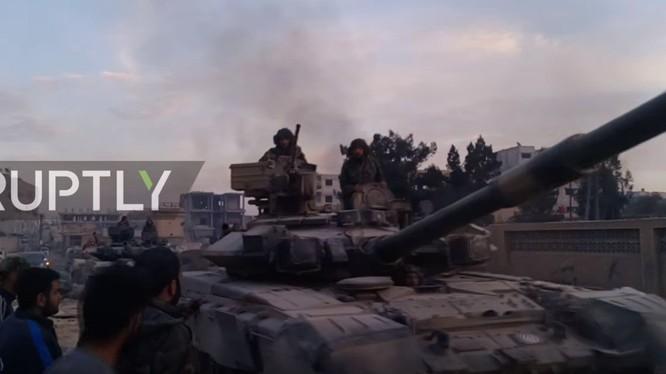 Xe tăng T-90 của lực lượng Tiger tiến vào chiến trường Ghouta, ảnh minh họa Ruptly