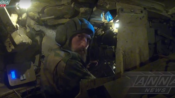 Lính tăng Syria chiến đấu trên đường tấn công thung lũng Ayn Tarma
