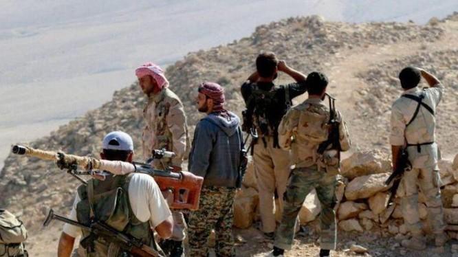 Nhóm chiến binh Jaysh Al-Sham trên vùng hoang mạc Qatamoun - ảnh minh họa South Front