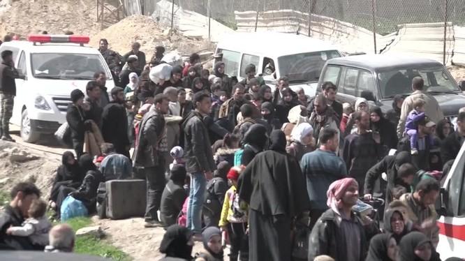 Những người dân Syria vừa thoát khỏi nhà tù của lực lượng Hồi giáo cực đoan thánh chiến - ảnh minh họa Muraselon