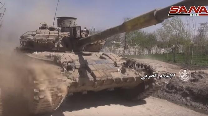 Xe tăng quân đội Syria tiến công trên chiến trường Đông Ghouta - ảnh minh hoa Masdar News