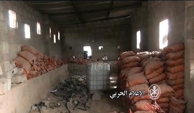 khu nhà xưởng của IS trên chiến trường Deir Ezzor - ảnh minh họa video