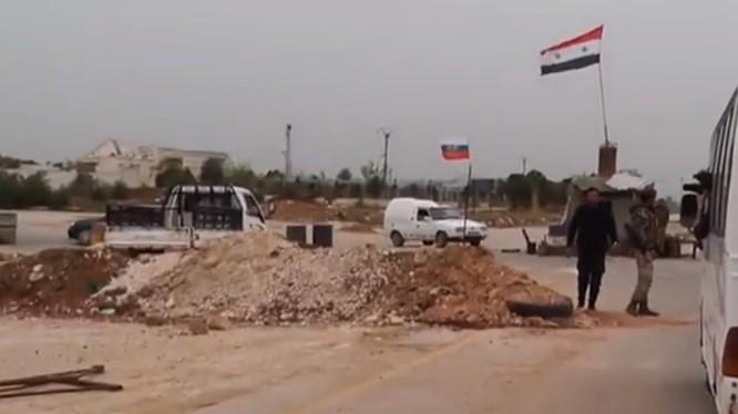 Quân đội Syria và quân cảnh Nga có mặt trong thị trấn Tal Rifa'at thuộc Afrin, Aleppo