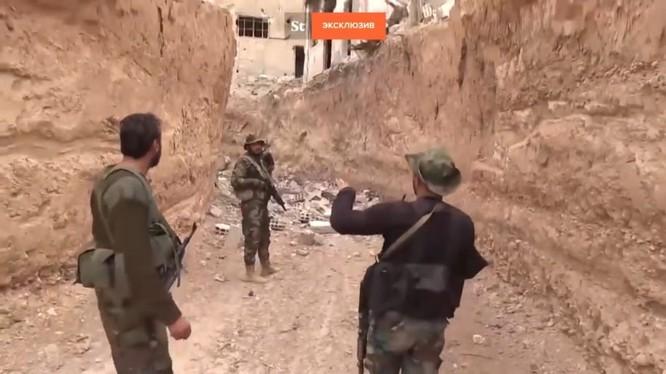Hào chống tăng của lực lượng Hồi giáo cực đoan ở Đông Ghouta - ảnh minh họa video