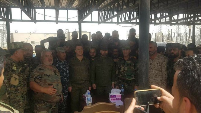 Bộ chỉ huy lực lượng Tiger do tướng Sukheil al Hasan họp bàn kế hoạch tấn công thị trấn Douma - ảnh minh họa truyền thông Tiger