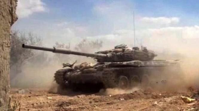 Xe tăng quân đội Syria tiến công trên chiến trường Douma- ảnh minh họa Masdar News