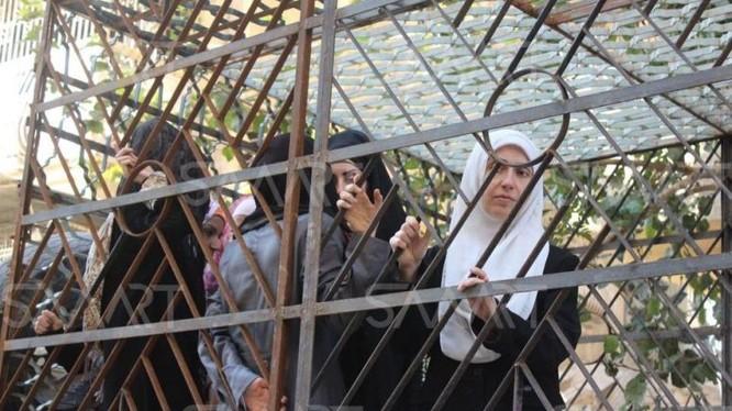 Những phụ nữ từng bị bắt làm lá chắn sống để được giải phóng - ảnh minh họa Masdar News