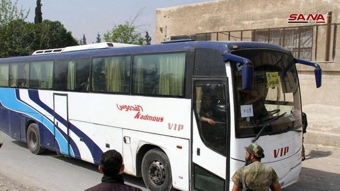 Lực lượng Hồi giáo cực đoan Jaish al-Islam di tản đợt 2 từ Douma. ảnh minh họa SANA