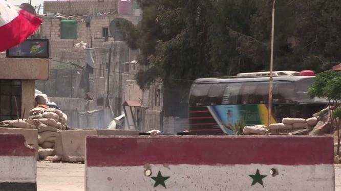 Các nhóm chiến binh thánh chiến di tản khỏi Douma, Đông Ghouta dưới sự kiểm soát của quân đội Nga và quân đội Syria - ảnh minh họa Masdar News