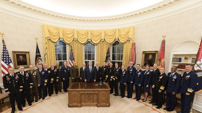 Các tướng lĩnh Mỹ và tổng thống Donald Trump tại Nhà Trắng. ảnh tài khoản Twittter: @ realDonaldTrump