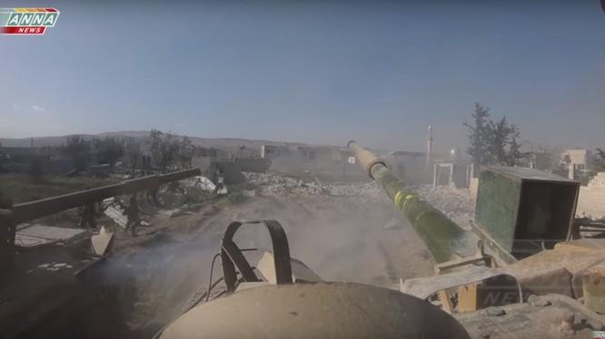 Quân đội Syria tiến công trên vùng ngoại ô thành phố Douma - ảnh minh họa ANNA