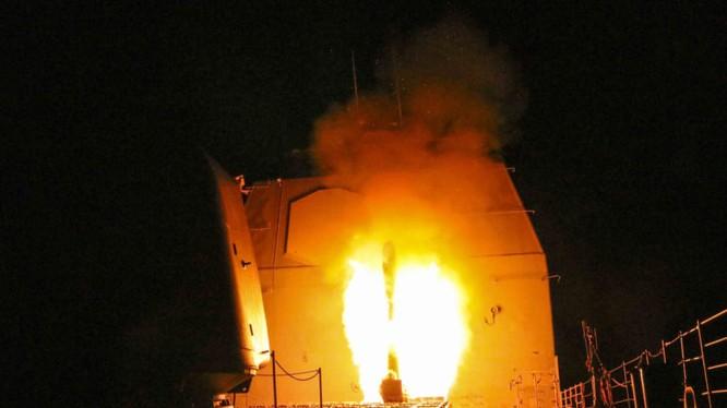 Tàu tuấn dương của Mỹ phóng tên lửa Tomahawk=- ảnh minh họa South Front