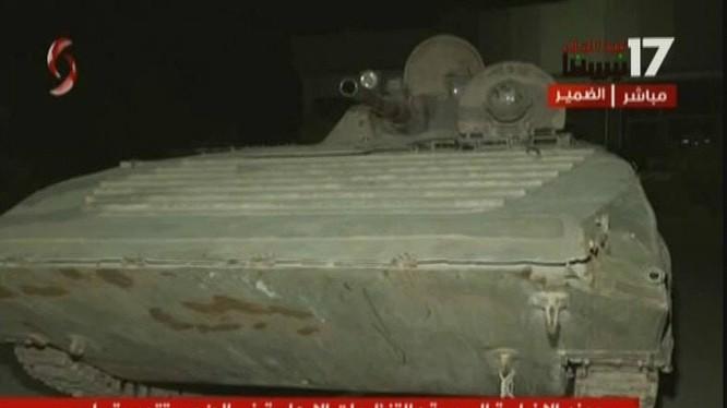 Lực lượng Hồi giáo cực đoan giao nộp vũ khí cho quân đội Syria ở thị trấn Dumayr