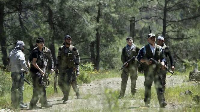 Binh sĩ Palestine trong khu vực quận Trại tị nan Yarmour. Ảnh Masdar Newss