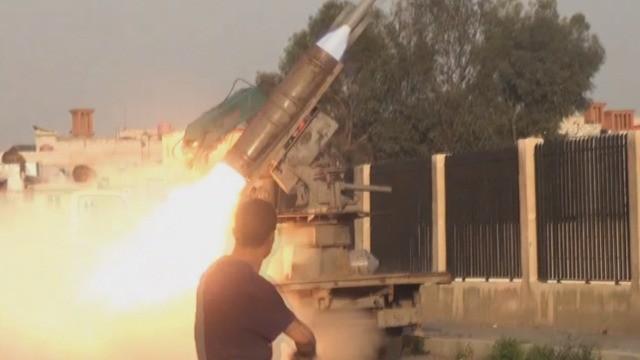 Pháo binh - tên lửa tự chế quân đội Syria bắn phá chiến tuyến của IS ở Yarmouk, Damascus. Ảnh minh họa Masdar News