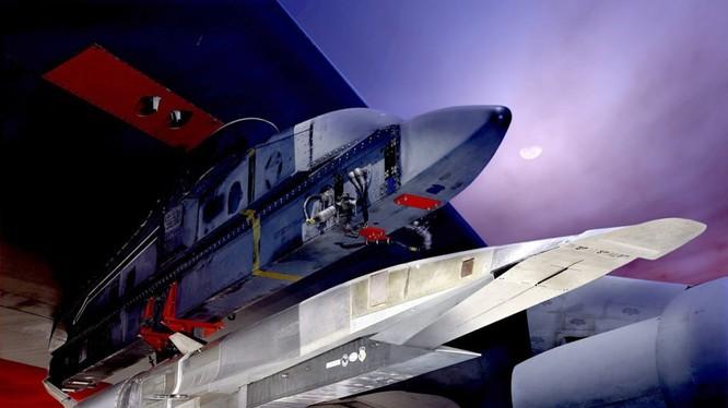 Mỹ phát triển vũ khí siêu âm thông thường phóng từ máy bay - ảnh South Front