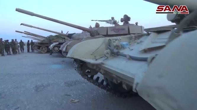 Một số lượng lớn xe tăng cũng được quân đội Syria thu chiến lợi phẩm ở Qalamoun