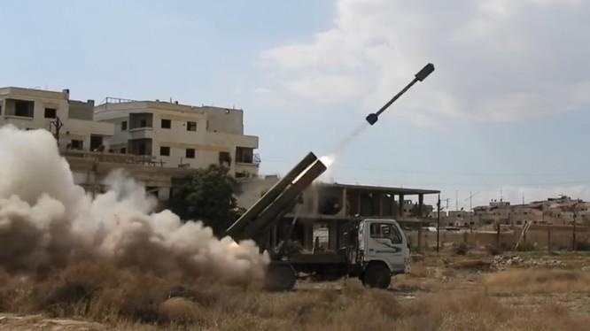 Pháo binh quân đội Syria Golan-300 ( IRAM) bắn phá dữ dội chiến tuyến của IS - ảnh minh họa Masdar News
