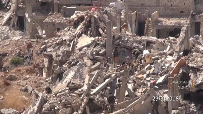 Cảnh tan hoang khu phố vừa giải phóng trong quận Yarmouk - ảnh minh họa video