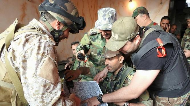 Cố vấn Nga hỗ trợ các chỉ huy lực lượng vũ trang địa phương NDF. Ảnh Masdar News