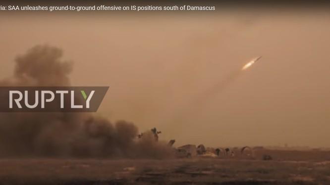quân đội Syria phóng tên lửa Golan 100 vào các quận phía năm Yarmouk - anh mnh họa Ruptly