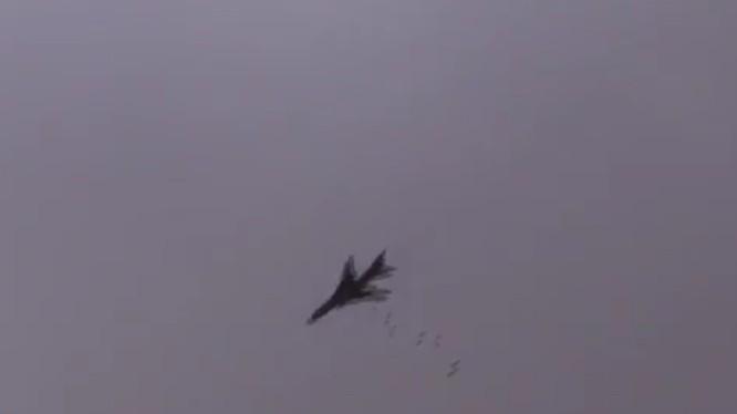 Máy bay chiến đấu quân đội Syria dội bom vào lực lượng IS trên chiến trường Yarmouk