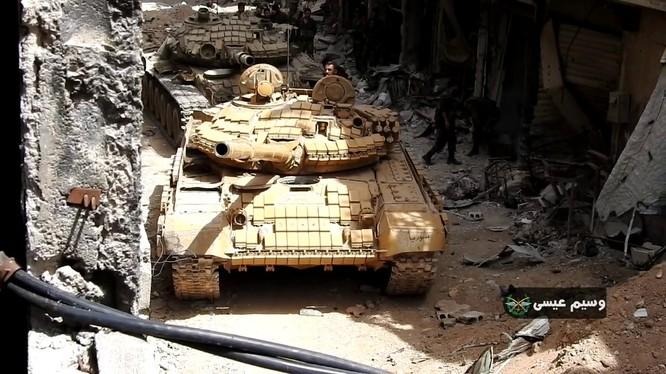 Xe tăng quân đội Syria tấn công quận Trại tị nạn Yarmouk. anh minh họa Masdar News