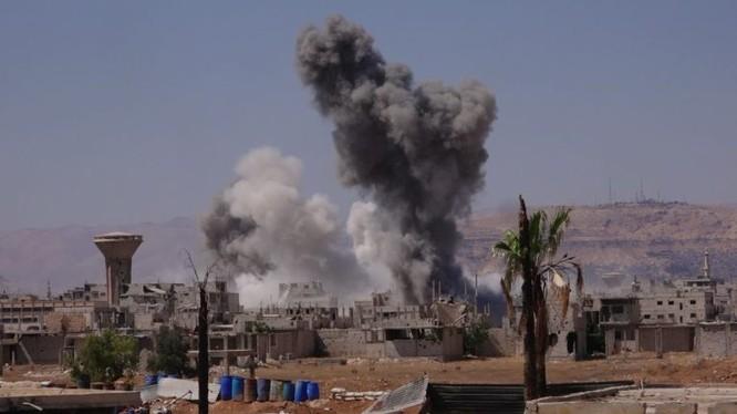 Lực lượng pháo binh - tên lửa su đoàn cơ giới số 4 tấn công quận Trại ti nạn Yarmouk - ảnh South Front