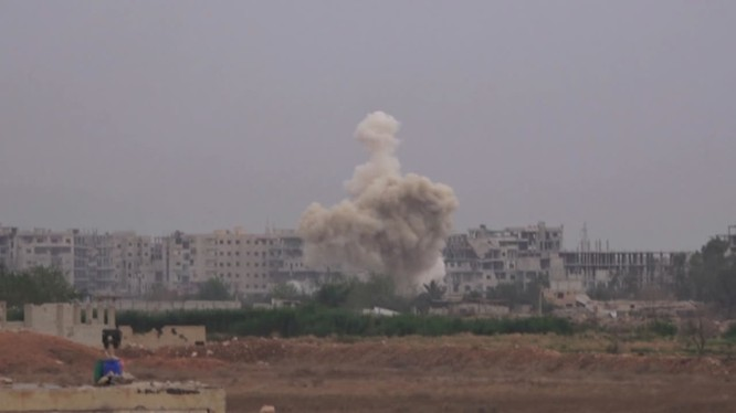 Sư đoàn cơ giới số 4 pháo kích ác liệt vào Yarmouk. Ảnh minh họa Masdar News